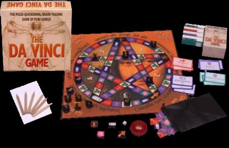 Playing pieces, board and box of The Da Vinci Game